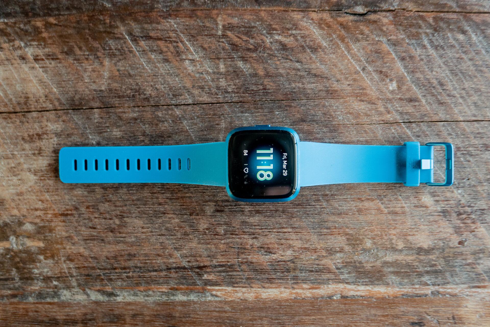 Review: Fitbit Versa Lite. Doar esențialul.