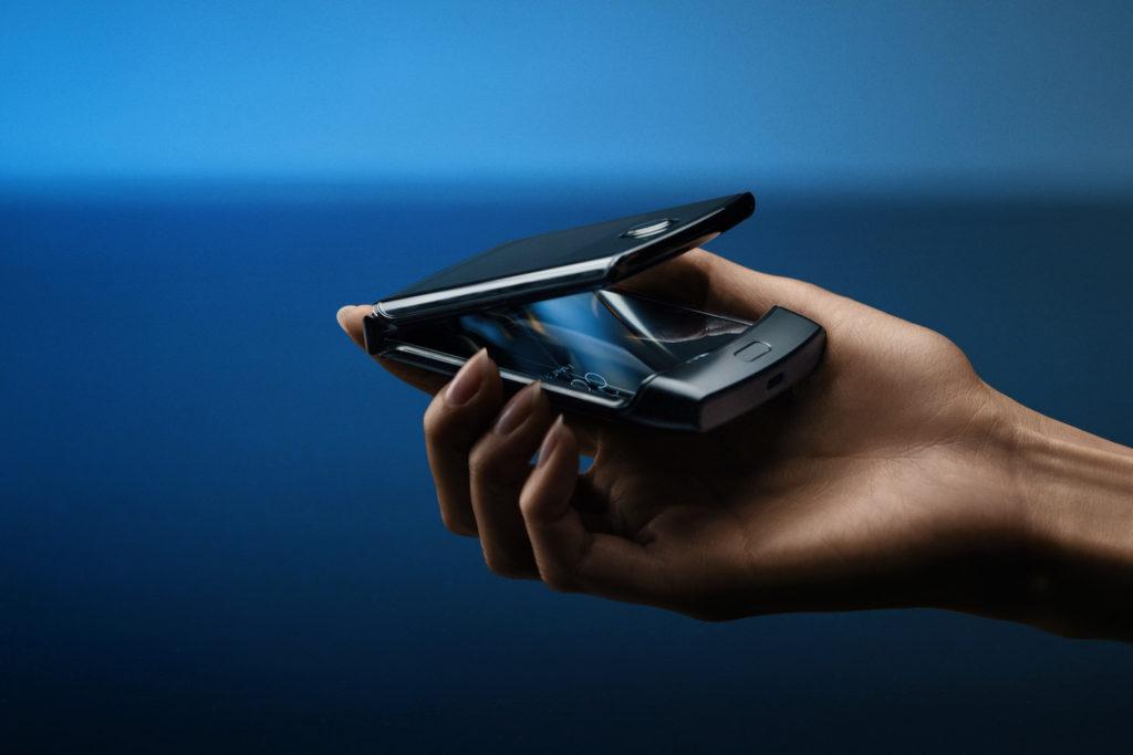 7 motive pentru care Motorola Razr e telefonul pliabil așteptat de toți