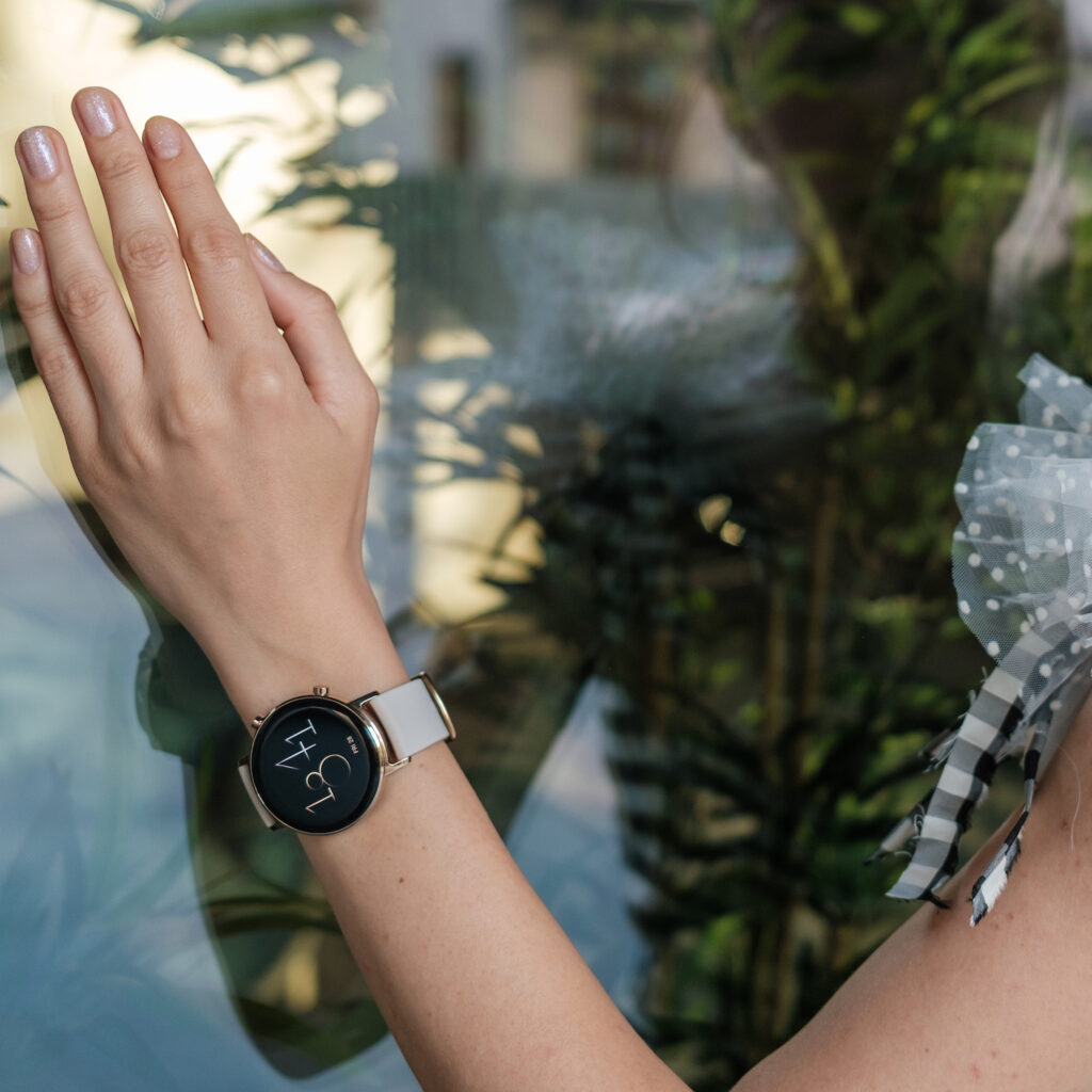 Review: HUAWEI Watch GT 2 (42 mm). Elegant și feminin.